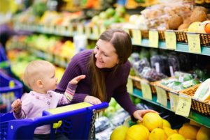 mom-with-toddler-supermarket-